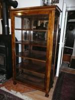 Nagyon szép, vastag dió svartnis, teli tükrös, körbe üveges antik biedermeier kis vitrin