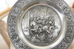 Ón (cin) domborműves (fali) tányér-