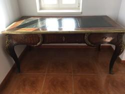 Íróasztal és fotel