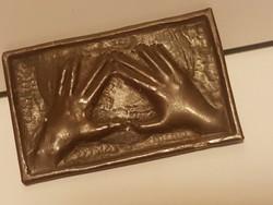 Iparművész     bross, mutatós és egyedi. 3 X 4,5 cm-es.