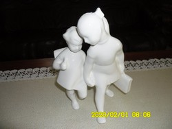 """Porcelán  """"TESTVÉRPÁR""""  szobor"""