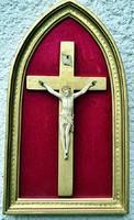 13. Antik, ELEFÁNTCSONT Jézus Krisztus, kereszt, Korpusz (8.7 cm),  25.5 cm-es ovális fa keretben!