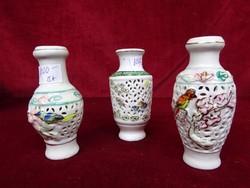 Keleti porcelán mini száraz virág váza, áttört az oldala, domború madár mintával.