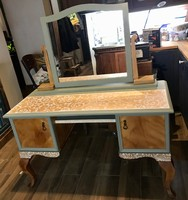 Neobarokk csipkemintás tükrös fésülködő asztal