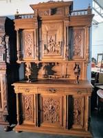 Dúsan faragott,reneszánsz stílusú tálaló szekrény!