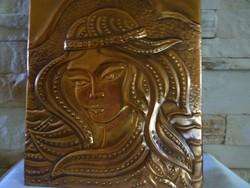 Nőt ábrázoló, dombornyomású falikép
