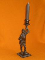 Eredeti öntöttvas szobor - gyertyatartó . Katona tűzoltó lámpa oltó gyújtó ? páncélos figura