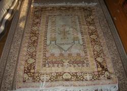 Antik Iráni kézicsomozású imaszőnyeg