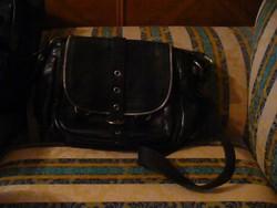 Via Republika női nagyobb bőr táska fekete