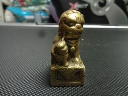 Tömör réz szobrocska: oroszlán a kölykével