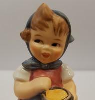 Hummel etető kislány, 8,5 cm