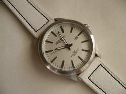 Mike Ellis New York egy nagyméretű és látványos óra