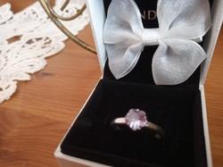 Halvány lila köves ezüst gyűrű