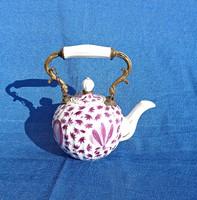 Régi kézzel festett porcelán teás kanna, réz füllel