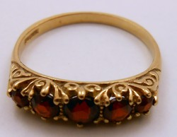 Cizellált aranygyűrű gránát kövekkel arany gyűrű