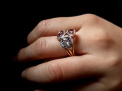 Gyémánt-drágakövekkel 14kr.arany gyűrű.Gyönyörű
