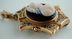 12k arany és ónix kámea ami medálnak vagy kitűzőnek is használható