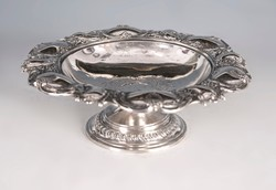 Ezüst barokkos kínáló