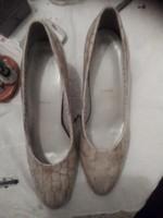 Olasz lakkbőr komfort cipő 41 világos, akár alkalomra is kényelmes széles magas lábra