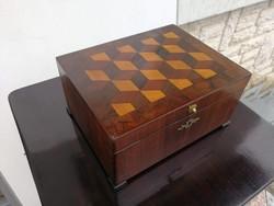 Antik fa doboz kivül-belül intarzia díszes szivar ,ékszer stb.tárolására