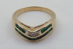 Súlyos aranygyűrű smaragd és gyémánt kövekkel arany gyűrű