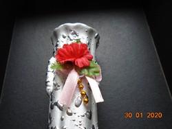 Ezüst zománcos kis kerámia díszváza kézzel készült díszvirággal 14,8 cm