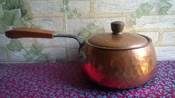 Régi , fedeles vörösréz edény , kovácsoltvas nyéllel