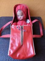 Régi kaucsukfejű baba, eredeti hordozójában