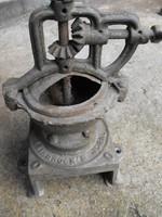 Olcsón Eredeti D.R.G.M 1910  kávé bors daráló öntöttvas szatócs bolti kávédaráló