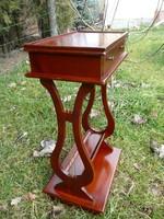 Nagyon szép, szecessziós, lant lábú, fiókos konzol asztal / asztalka