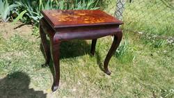 Kézi festésű kecses neobarokk vastag masszív fa kis asztal