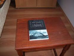 A Bauhaustól az üvegpiramisig című könyv, melynek szerzője Rév Ilona SZOMBATHELYEN