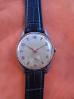 Nagyon mutató és szép svájci ffi öltöny óra kitűnő működéssel nagyméretű 37 x 44 mm 40 évekből