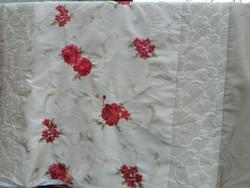 Dupla- selyem, hímzett ágytakaró