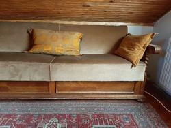 Kolonial kanapé 1 Ft-ról