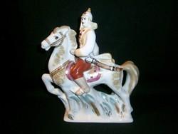 Extrém ritka régi Vörös Katona lovon, szovjet propaganda nagy méretű porcelán figura