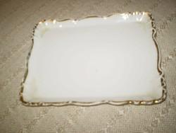 Aranyozott szélű kis porcelán tálka 16x12,5 cm. korának megfelelő