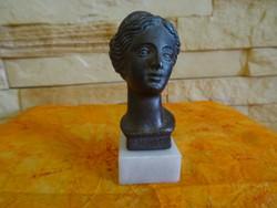 Aphrodité, a szerelem istennője- szoborfej márványtapon