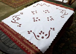 Régi riselt asztal terítő asztali dísz 118 x 94 cm
