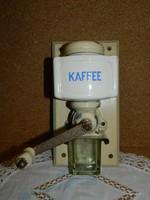 Fali porcelán kávédaráló.