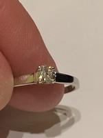14 kr arany gyűrű szép brilliansal diszitve eladó!Ara:40.000.-
