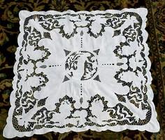 Madeira hímzés asztal terítő dísz terítő női figura angyal 78 x 83 cm