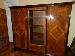 Különleges 3 ajtós masszív szekrény