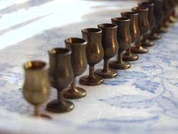 Ritka! Antik babaházi miniatűr réz kehely szett 1.5 cm-es 14 db