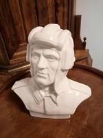 Harckocsizó katona porcelán szobor
