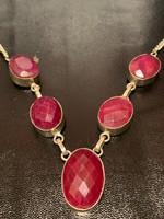 Nagyon különleges ezust lánc rubin kövekkel diszitve eladó!Ara:34000.-