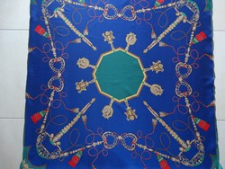 Selyemkendő mélykék és mélyzöld alappal, óarany színű jogar mintákkal, 90 x 90 cm