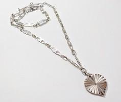 Retro fém nyaklánc szív medállal