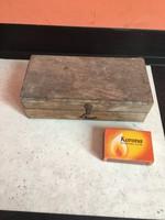 Régi réz vas mérleg súlyok fa dobozában - mérlegsúly súly - fa dobozában