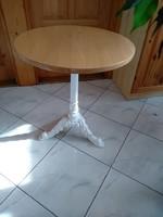 Kerek asztal, tömörfa asztallap, antik öntöttvas lábú, az átmérő 65 cm, 72,5 cm magas hibátlan